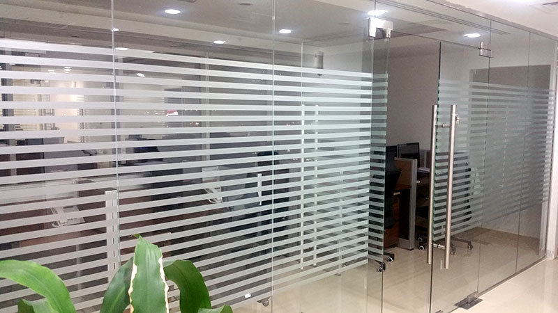 Frame Less Glass Doors In Dubai With Decorative Film