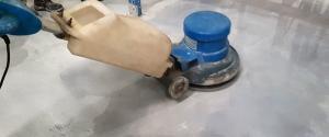 Floor-polishing-for-epoxy-flooring-Dubai