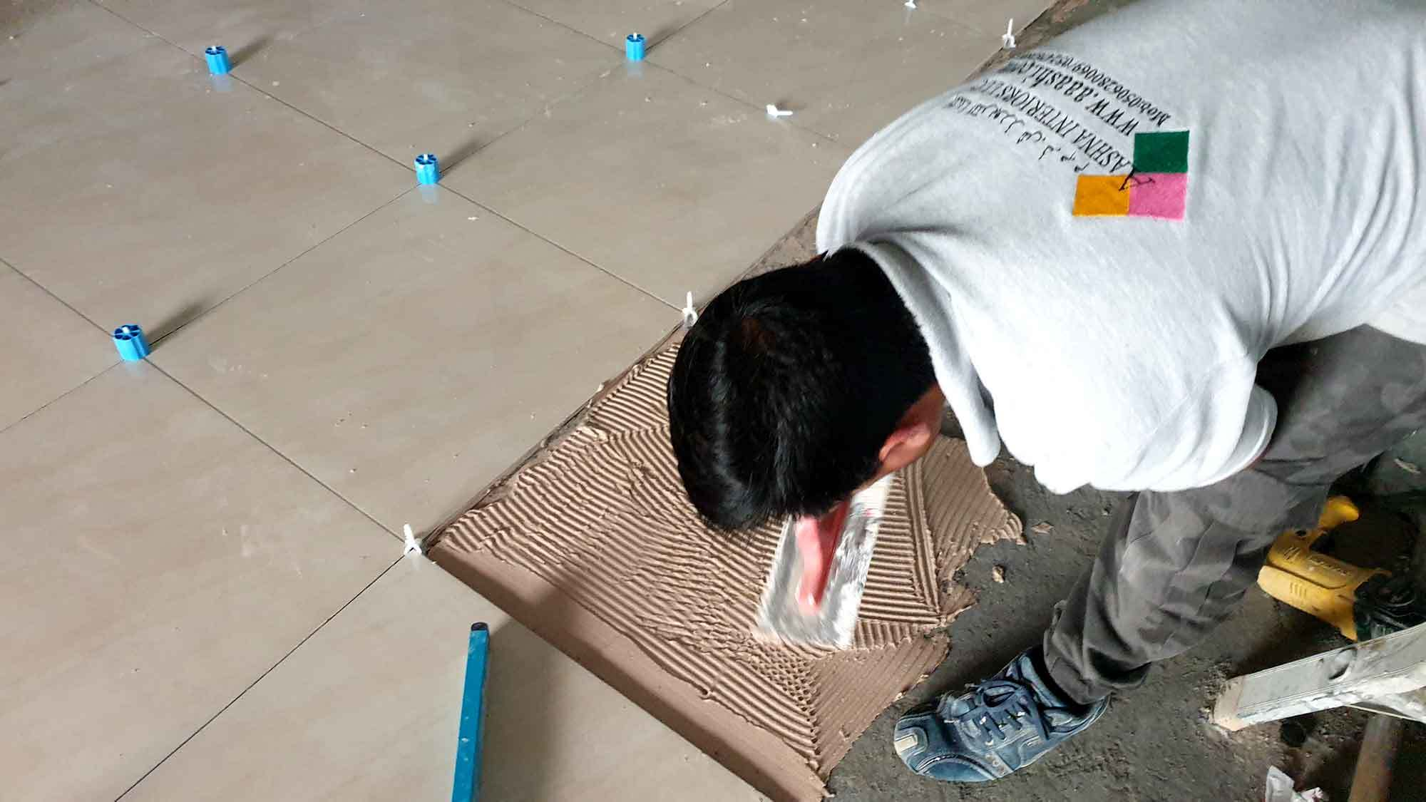 Tile-installation-with-tile-levelling-system-in-Dubai